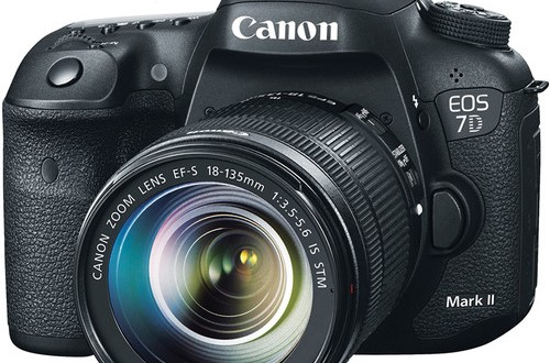 Canon-EOS-7D-Mark-II-with-18-135mm-Lens